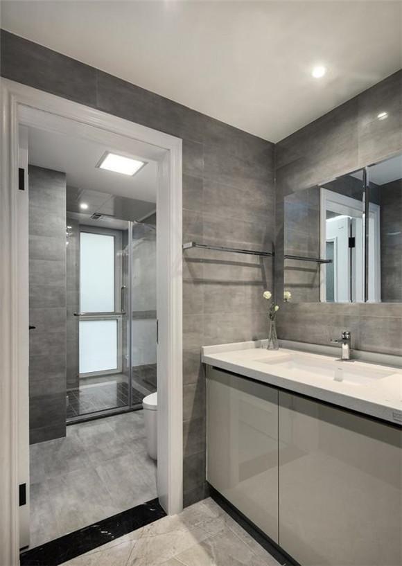 125平米现代简约卫生间装修