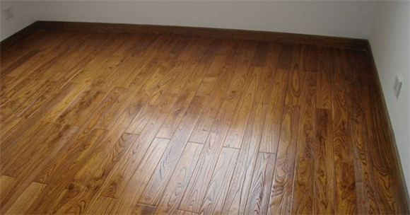 铺地板注意事项地板要晾干