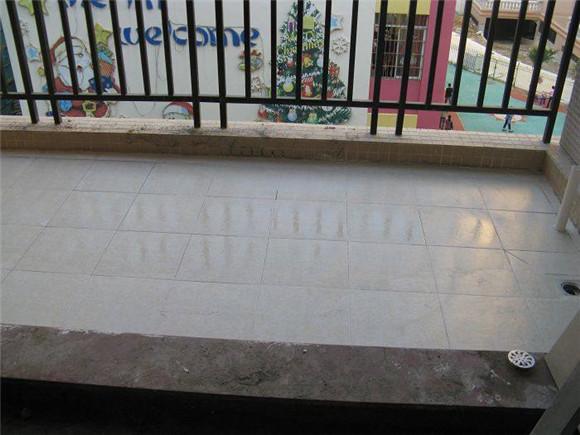 阳台地漏怎么安装