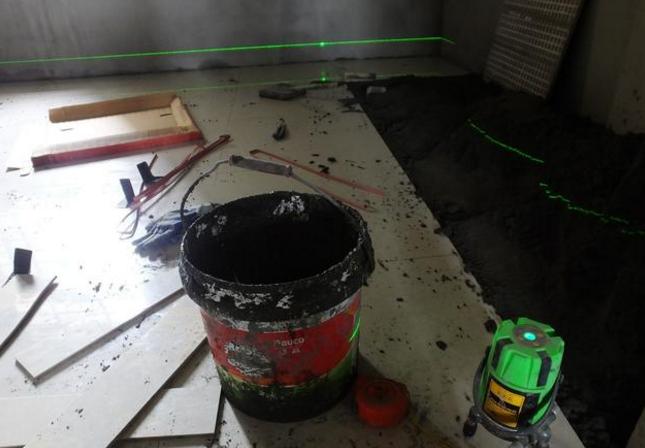 旧房子重新铺设地砖