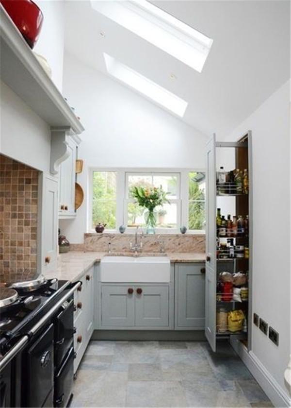 小厨房也能有储藏室