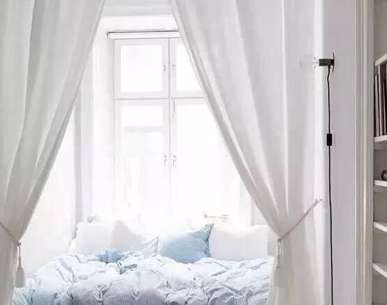 纯白色窗帘