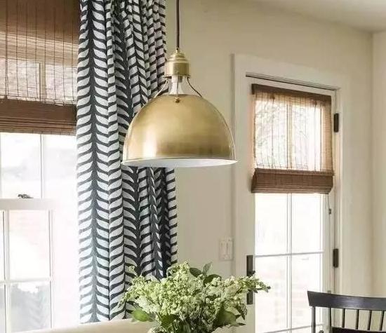 不同花纹窗帘