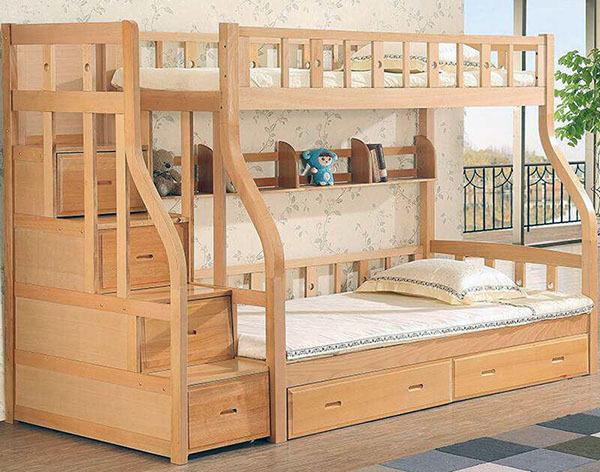 购买之前要确定儿童床的螺丝是否牢固,还要注意一些小细节,不要只贪图