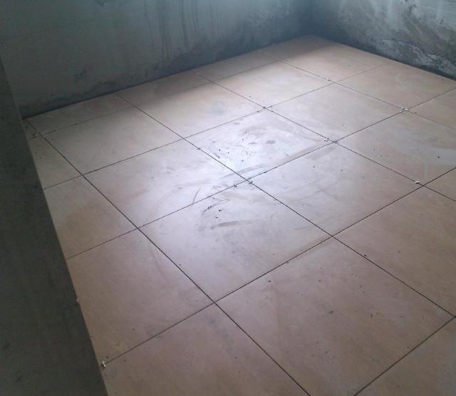 干铺地板砖的方法步调