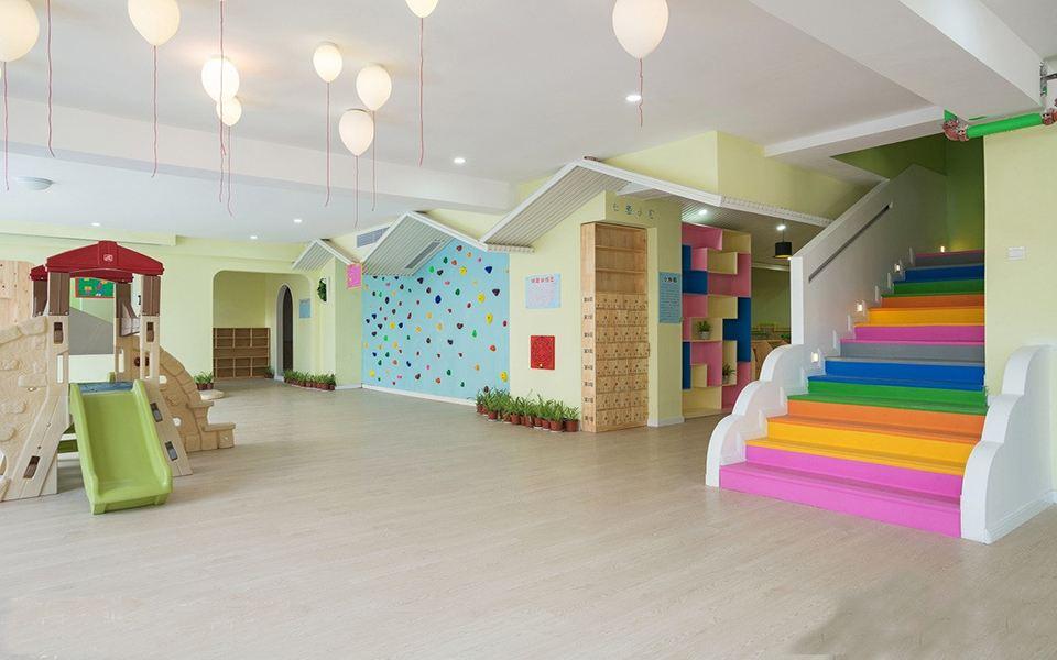 关于本次主题分享焦作幼儿园装修攻略,焦作市幼儿园装修公司就跟大家介绍到这里了,装修幼儿园对于小朋友来说成长环境是非常重要的,所以幼儿园教室室内设计受到越来越多园长关注。相对于幼儿园设计来说,幼儿园装修技巧更受到园长的关注,这一块做的好不仅能提升同行业的竞争力,主要还是能让小朋友和家长朋友们喜欢,所以在进行教室内布置时,一定要根据幼儿园实际水平出发,来添加不同的教学和环境内容,了解更多请登录焦作装修公司栏目进行查看。