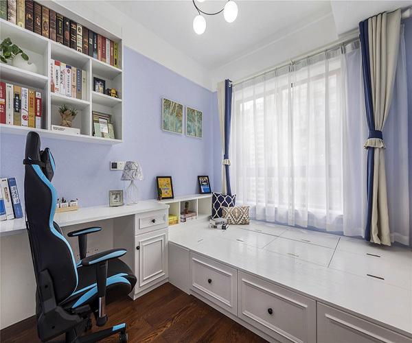 1、标准榻榻米书房尺寸   榻榻米书房长度是1.7-2米,那么榻榻米书房的宽度则是80-96cm。榻榻米书房一般的长度规格为1.7米、1.8米、1.9米、2米,对应的榻榻米书房一般宽度则是80cm、90cm、98cm。   2、根据榻榻米床形状   榻榻米床有标准正规矩形和非标准两种。那么如果是标准的话榻榻米床尺寸就按照长宽比为2:1的比例,对应的榻榻米床尺寸一般在180cm*90cm,标准厚度为35mm、45mm、55mm,正常用55mm的规格。非标准矩形的长宽就需要根据实际情况来定了。   3、根