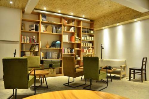 南京书店装修橱窗风格设计