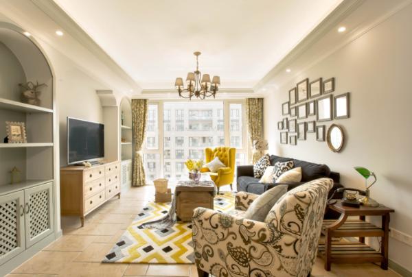 现代简约风格的客厅适合什么样的灯
