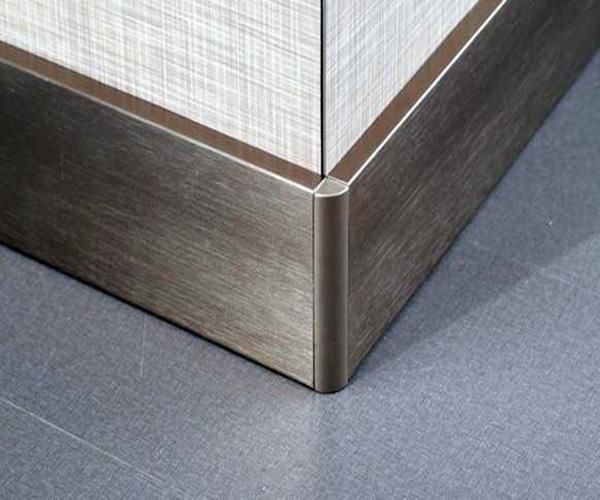 选材导购 瓷砖 踢脚线 > 正文   踢脚线的作用是收边,将地砖的边口