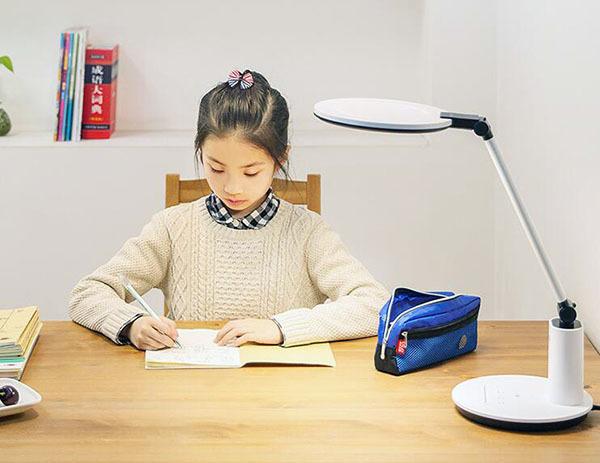 学生护眼灯什么牌子好 日本什么牌子护眼灯好
