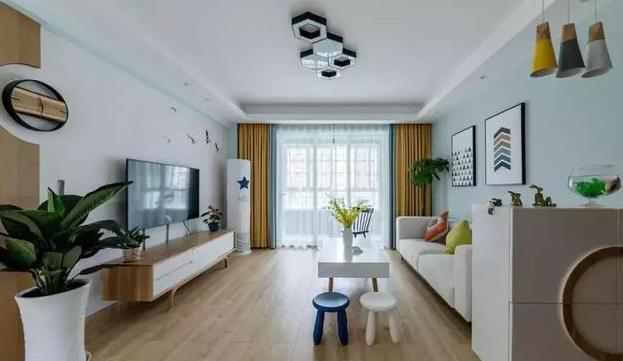 太仓景瑞望府别墅装修案例 1、案例名称:太仓西景瑞 案例户型:别墅 户型面积:200-300 设计风格:现代简约 设计说明:现代设计追求的是空间的实用性和灵活性。通过家具、吊顶、地面材料、陈列品甚至光线的变化来表达不同功能空间的划分,而且这种划分又随着不同的时间段表现出灵活性、兼容性和流动性。