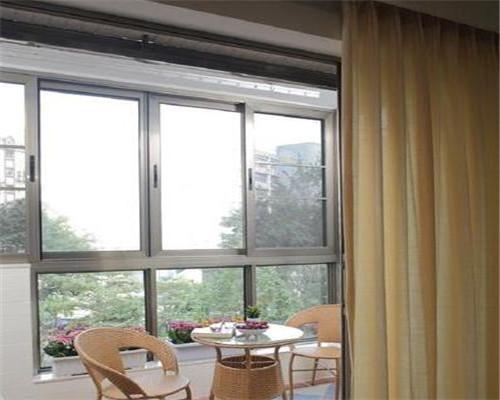 现代简约风阳台装修效果图