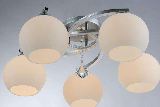 客厅的灯具该如何选择