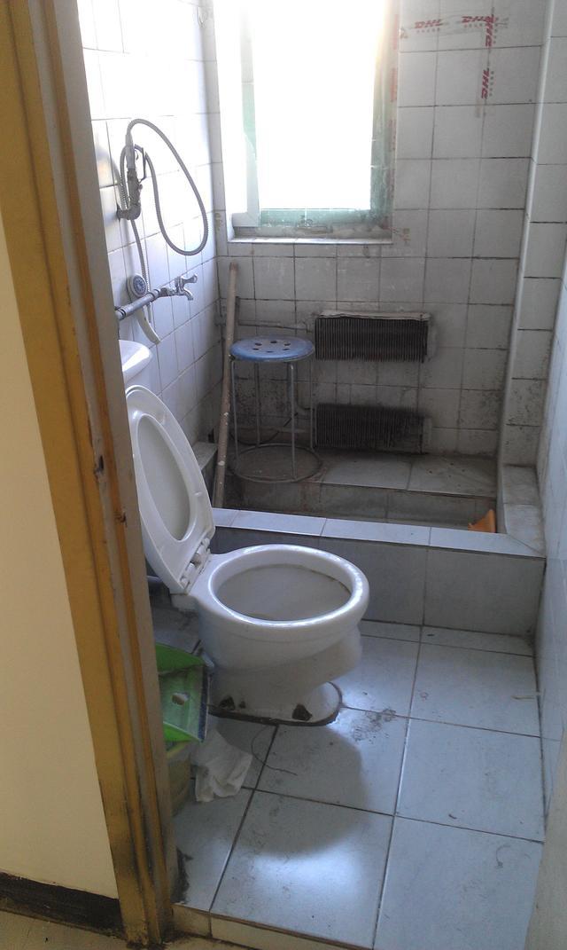 卫生间装修前图片