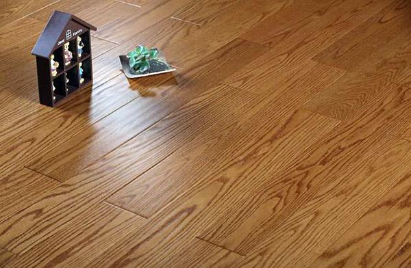 地板什么颜色好看耐脏