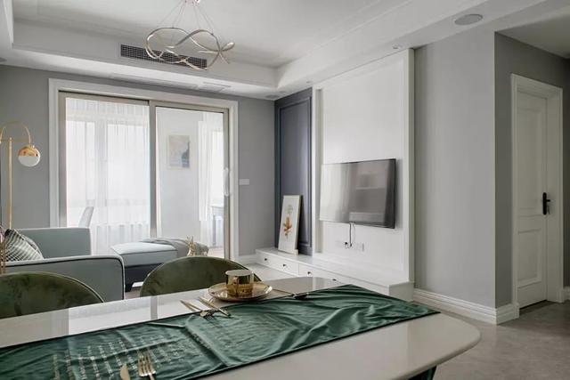 现代轻奢客厅装修案例
