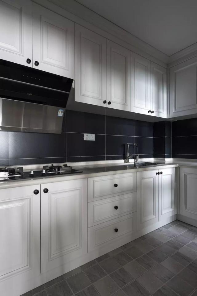 现代轻奢厨房装修案例