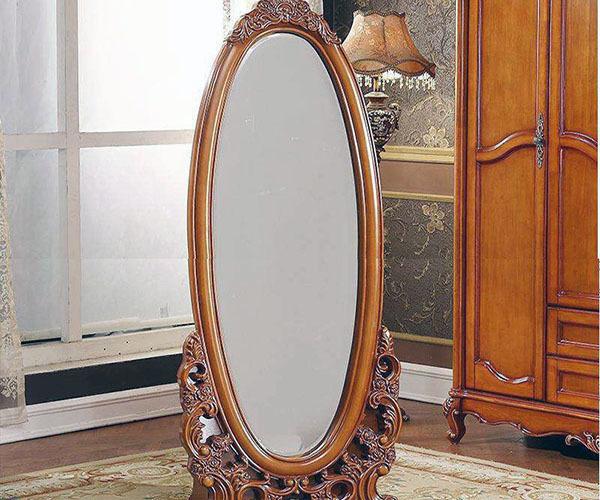 装修中镜子的位置效果图