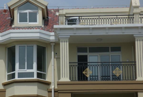别墅阳台护栏设计