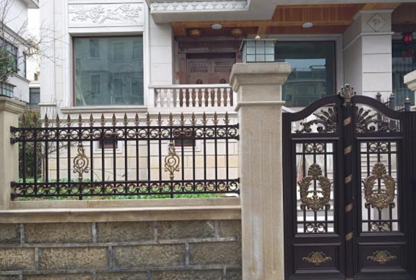 阳台护栏怎么装好看