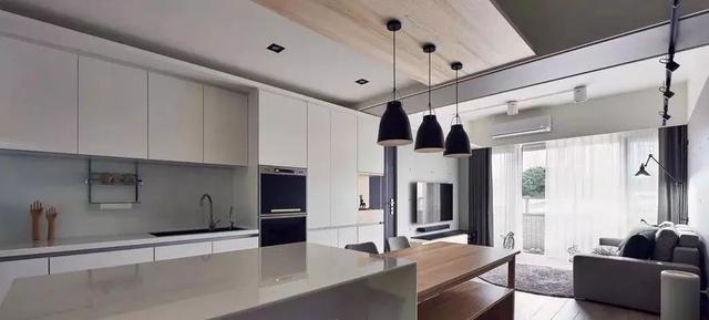 装修资讯 装修设计 > 正文   厨房,餐厅一体式的设计,整个空间连通了图片