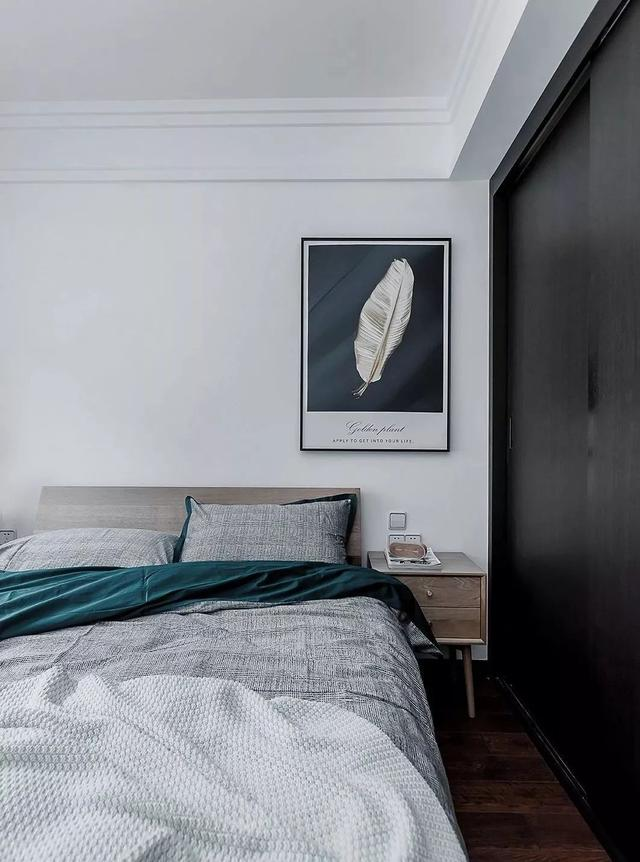 次卧的设计比较简单质朴,主要以舒适为主,是为父母准备的房间.