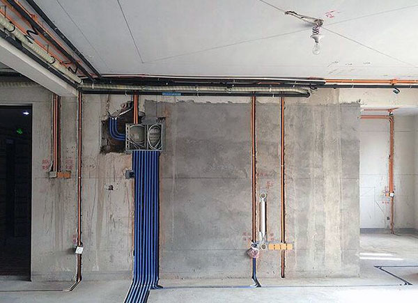 水电改造走顶还是走地