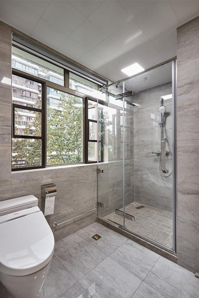 现代风卫生间装修设计案例