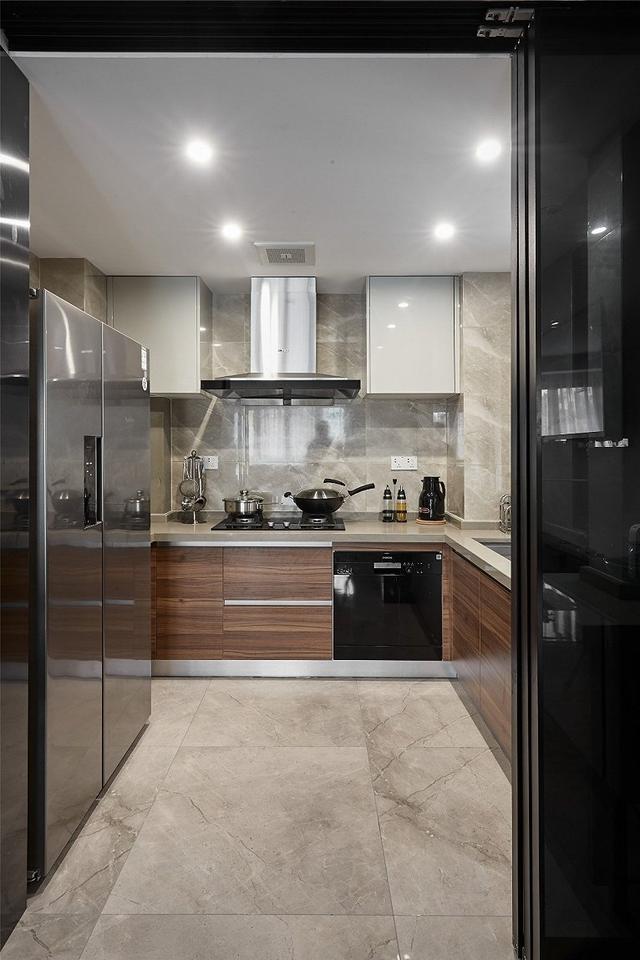 现代风厨房装修设计案例
