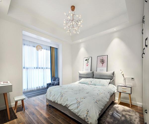 卧室贴壁纸客厅刷乳胶漆