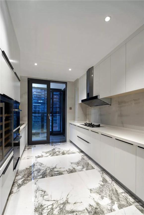 大平层厨房装修