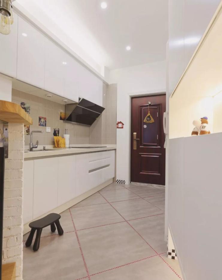太原单身公寓装修-入户玄关与厨房
