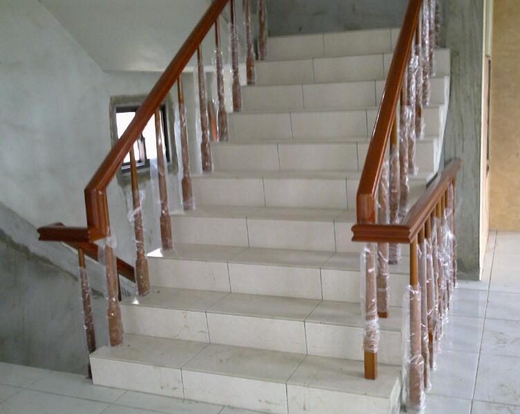 不锈钢玻璃楼梯扶手价格