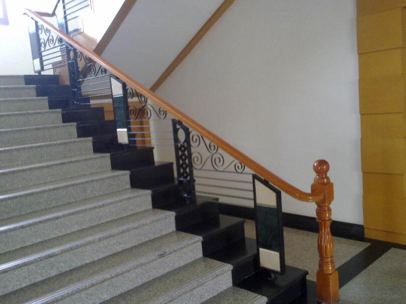 木制铁艺楼梯扶手价格