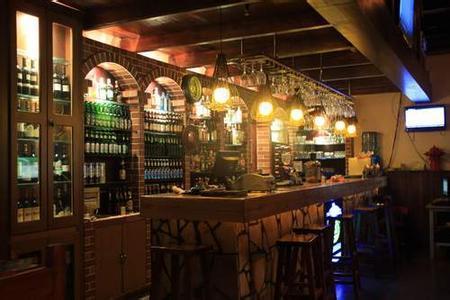 建湖酒吧装修设计要点之吧台设计