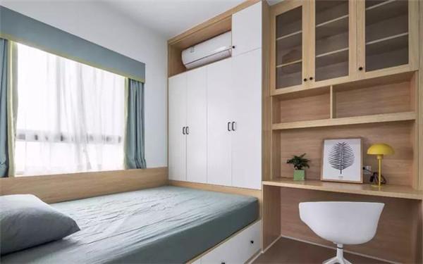 次卧室做了榻榻米兼书房,榻榻米床的方式,增加了空间储物,实用性逆天.