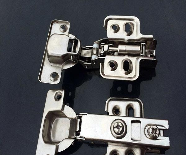 液压铰链安装方法