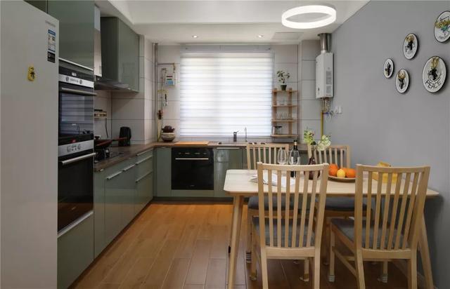 现代北欧风餐厅+厨房装修案例