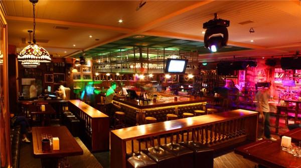 盐城复古风酒吧装修设计案例