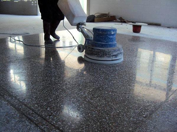 水磨石地面清��方法