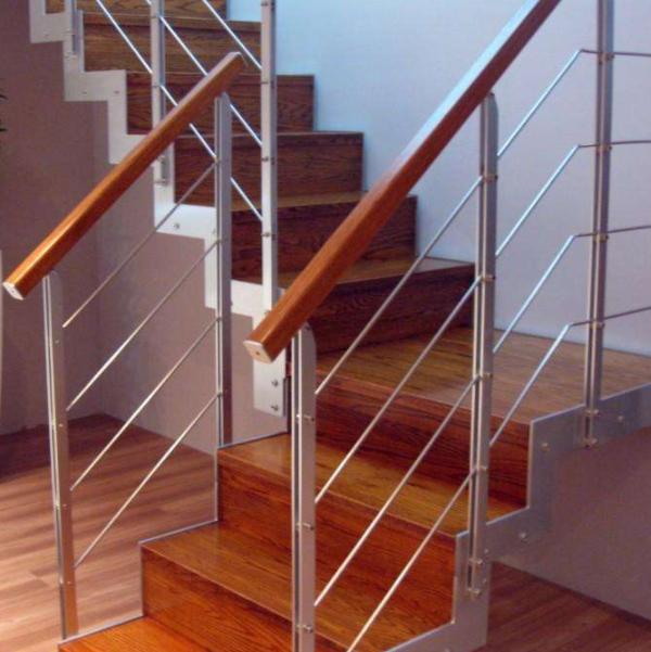 鋼木樓梯十三步多少錢