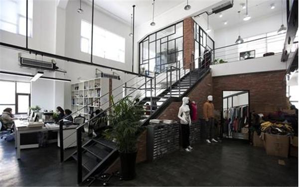 复式办公室走廊采光设计