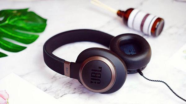 智能耳机什么意思