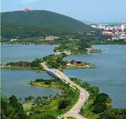 1,徐州云龙湖风景区,国家5a级景区,位于徐州市区南部,真山真水