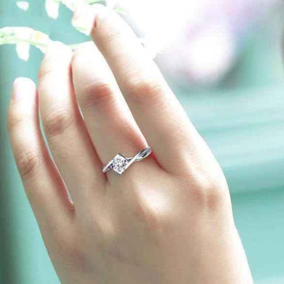 戴戒指五个手指说法