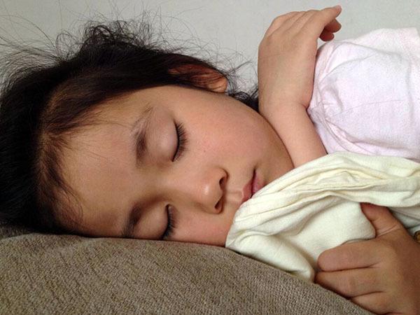 小孩睡�X磨牙是怎麽治��