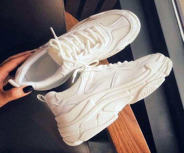 白鞋边发黄.jpg
