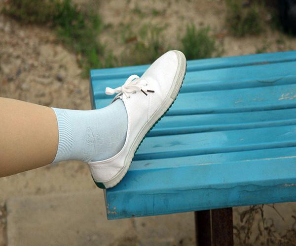 白鞋边发黄1.jpg