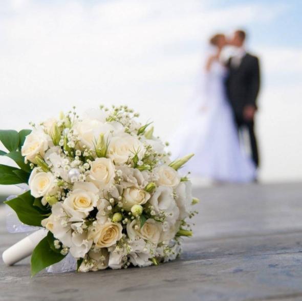 梦见别人结婚什么意思